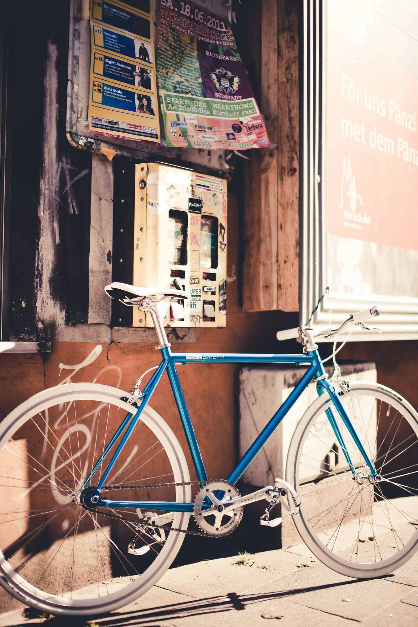 Single Speed Bike cruise turquoise, summer time
