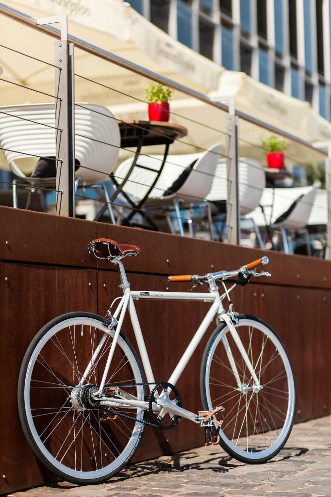 Urban Bike indy white 8 Gang Gates Carbon Drive